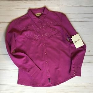 NWT Wrangler button up size medium